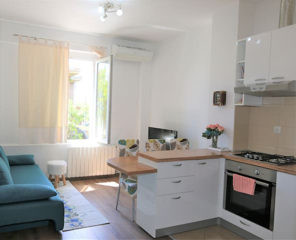 A Sunny apartment close to Pecine beach and centre