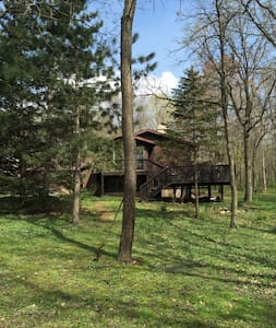 Cabin-like setting near Afton Alps and State Park - Afton - Hus