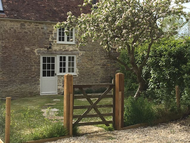 Antioch Cottage, a cosy rural escape - Dorset - Ev