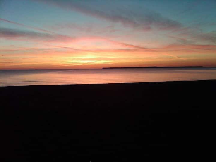 Gem Beach, Catawba Island, Beach Front Condo!