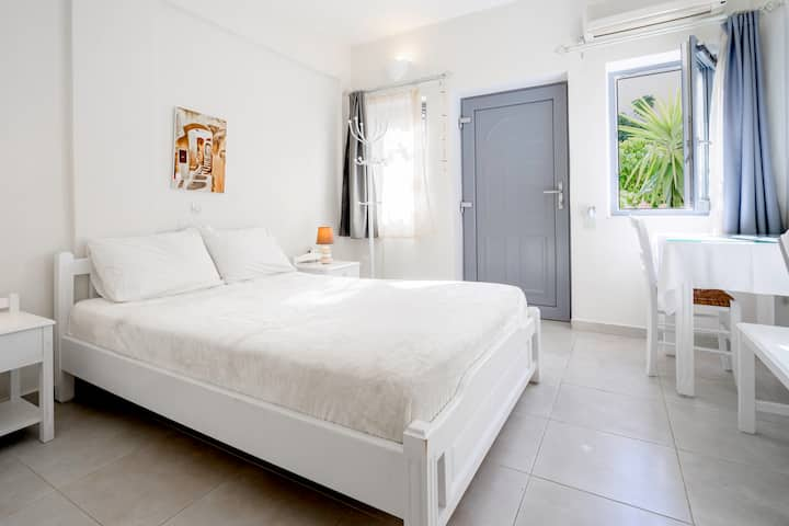 Ersi villas~Cozy private Studio with balcony!