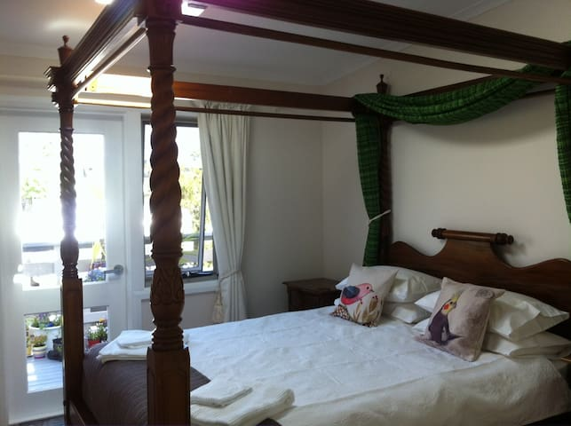 PRIVATE Beautiful Bedroom En-suite Walk Everywhere - Ulladulla