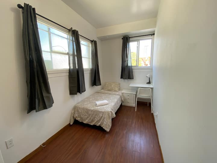 Bright Private Bedroom KensingtonMarket DowntownTO