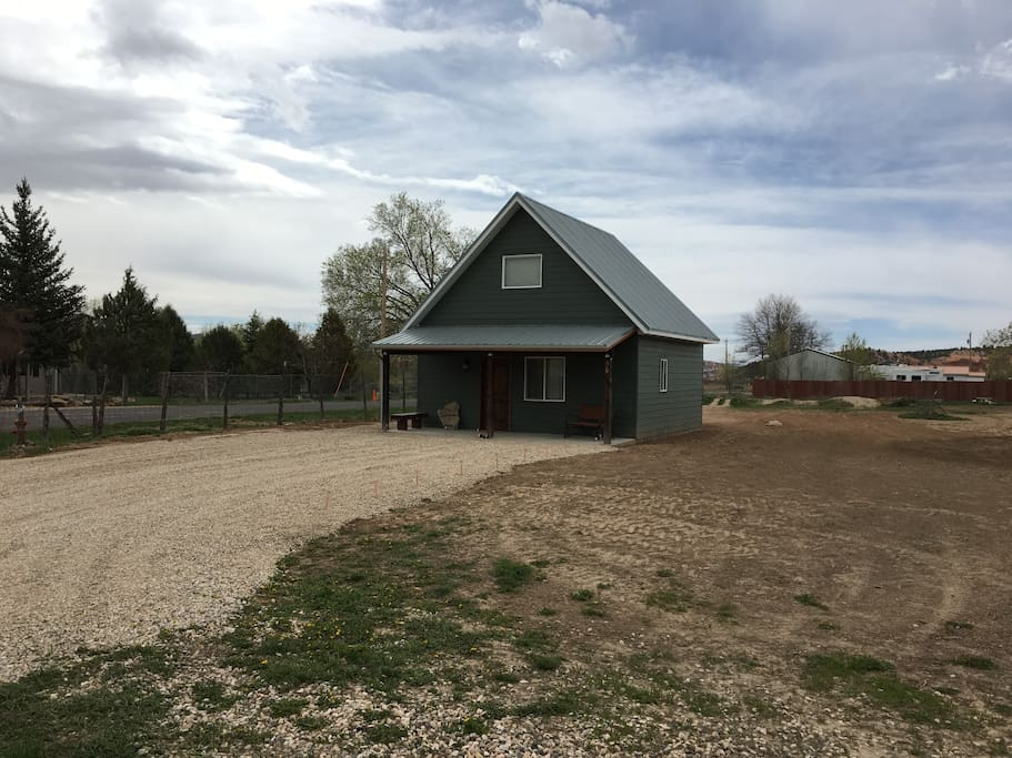 New a modern country cabin below bryce canyon cottages for Bryce canyon cabine occidentali