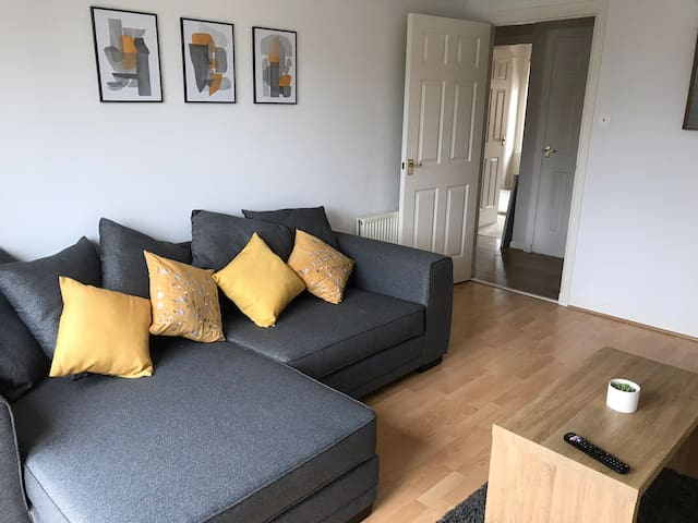 City centre 1 bed apartment with allocated parking