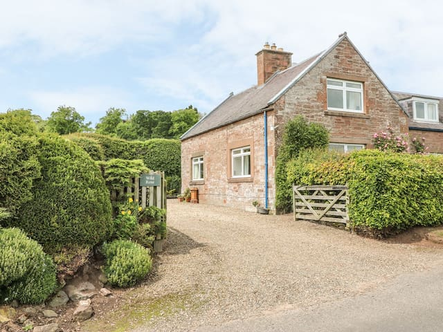 WILD ROSE COTTAGE, family friendly in Jedburgh, Ref 972447
