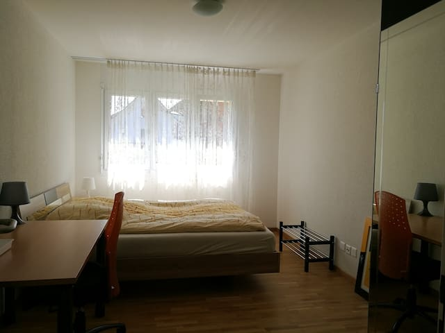 Private room near Zurich airport - Embrach - Apartament