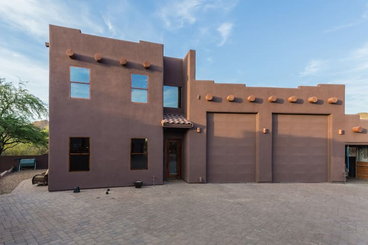 2 - Story Classy Cave Creek Guest House