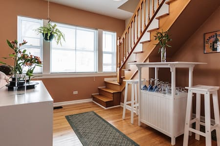 Upper room, quiet, near city, close to Loyola - Forest Park