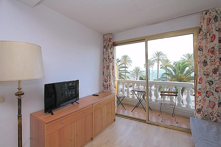 2 bedroom Nautic apartment with sea views