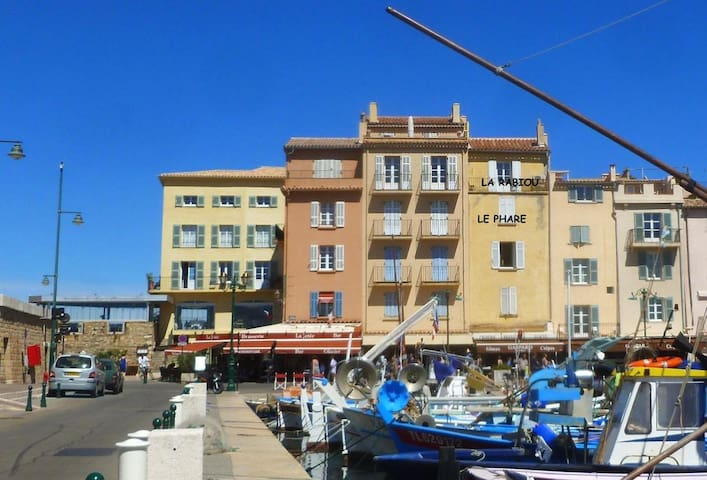 Immeuble vu du port
