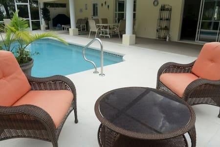 Great villa, private pool, located at golf course - インバネス
