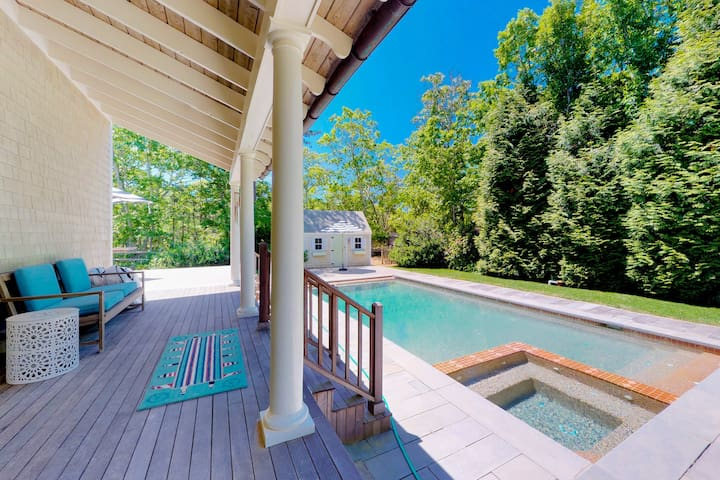 Luxury home w/pool & foosball-near 3 towns & many beaches