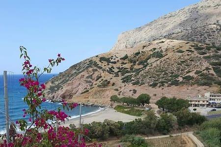 Hillside villa overlooking Fodele Beach. - Fodele - Villa