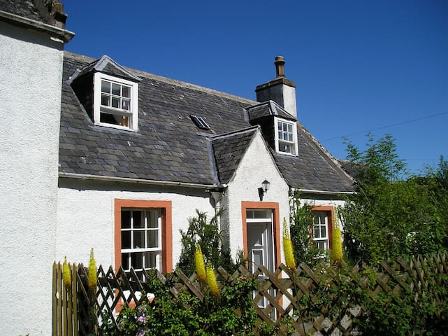Honeysuckle Cottage, Fodderty Lodge - Dingwall