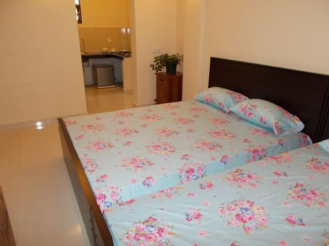 Modern open living one bedroom unit - for 4 adults