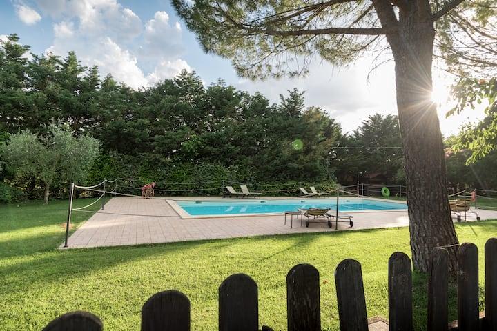 Camera Tripla ad Assisi con piscina e giardino