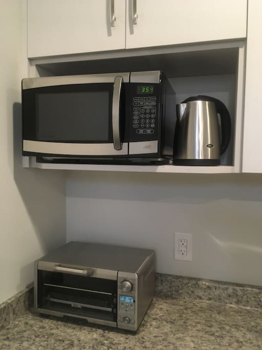 Kitchenette - microwave, mini convection oven, kettle