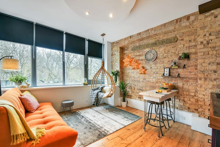 Central Loft apartment with garden view
