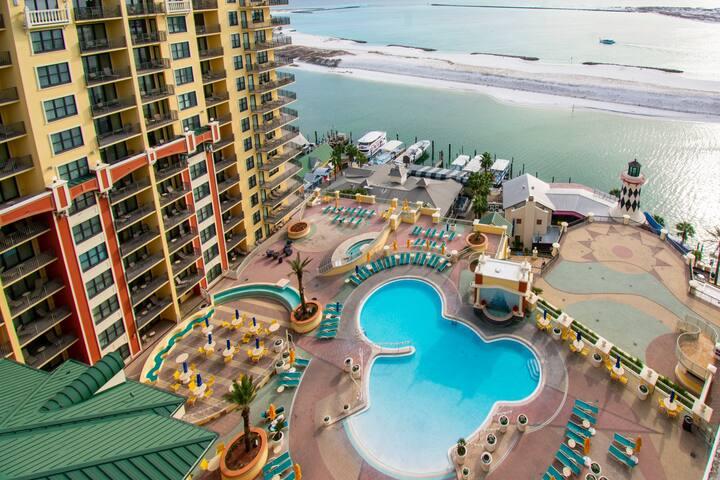 Emerald Grande 1322 - Penthouse Overlooking Pool