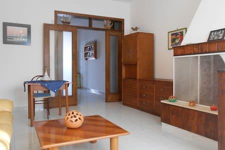 Villa Serenella  a 100 metri dalla spiaggia - Padula Fede