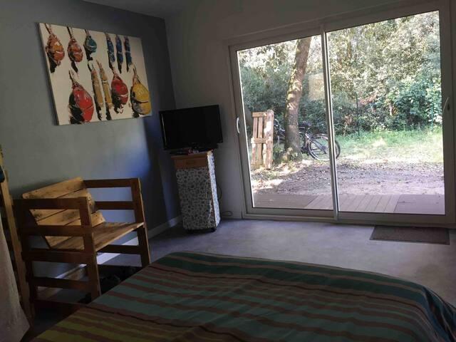 chambre avec porte fenêtre