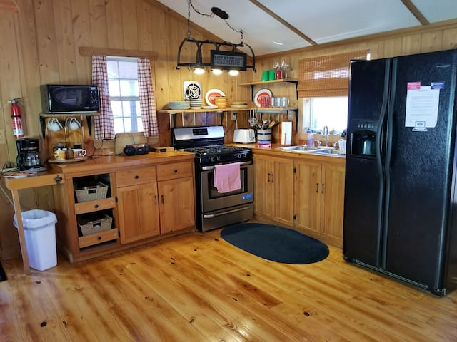 Fully stocked kitchen with all full size appliances