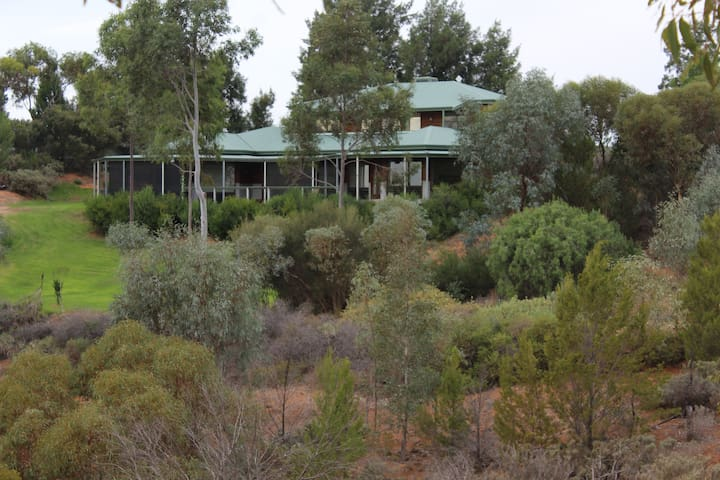 Murray River views, apartment, can accommodate 7
