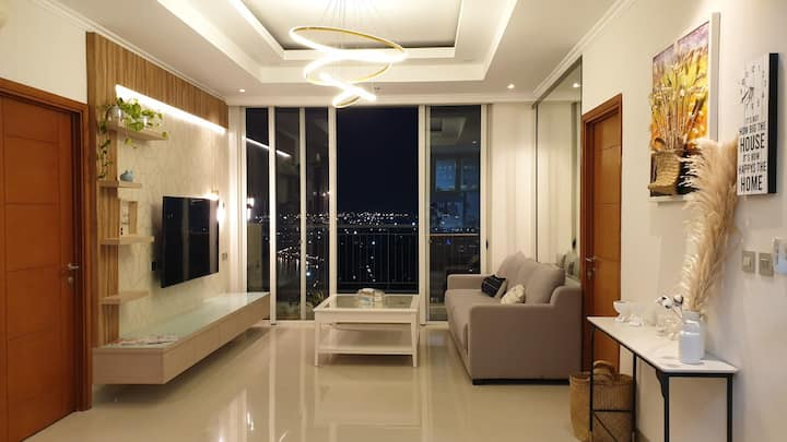 Big apartment with beautiful view: sea and city