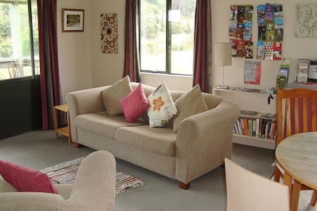 Blackhead Cottage - Farmstay Bed and Breakfast - Dunedin