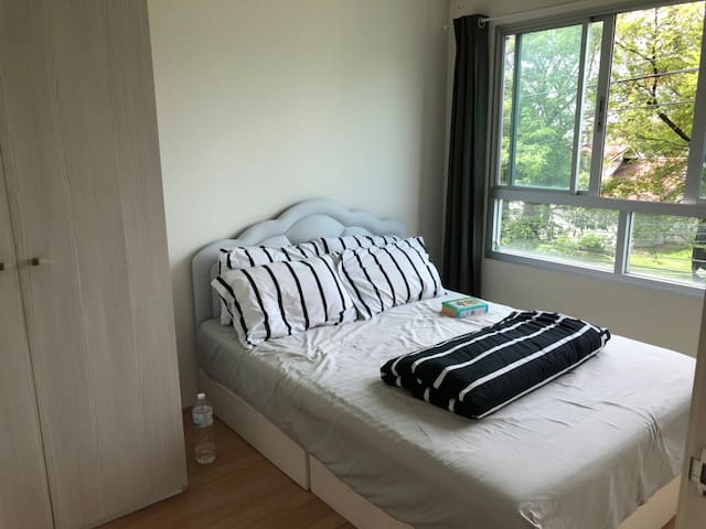 Bedroom double bed