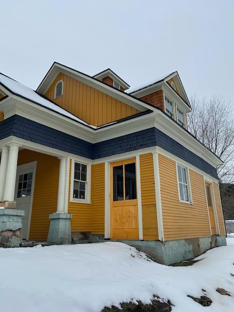 Historic Carriage House - Studio Loft
