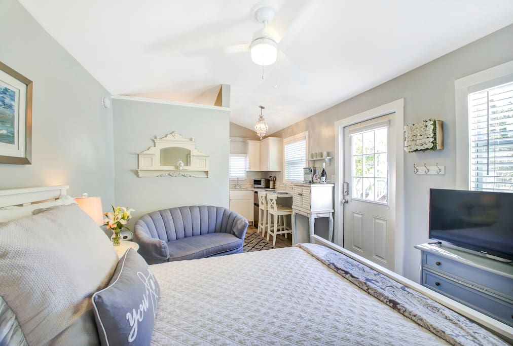 Small space living new studio apt steps to beach bungalows for rent in clearwater florida - Small space to rent photos ...
