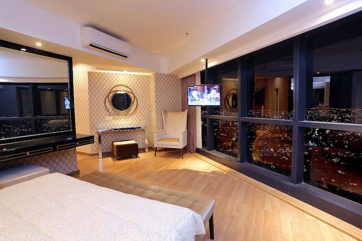 The Peak 2 BR Luxury Apartment in Surabaya