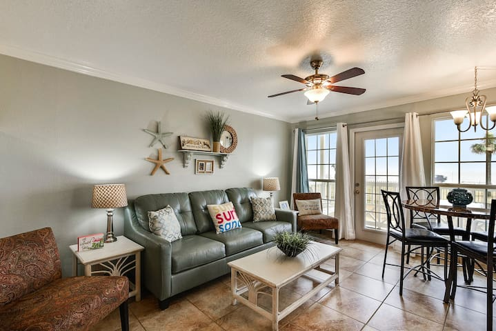 Victorian 8104-Gulf Dreams - front facing full Gulf View, sleeps 8!