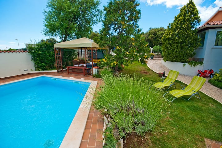 Guest House Bizjak / Cherry  A(2+2), green side apt with shered pool, one bedroom