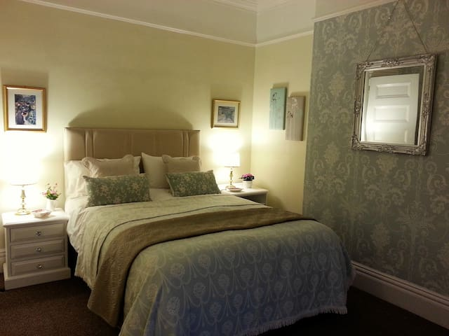The Lawns, A room by the sea, Southport - Southport - Apartemen