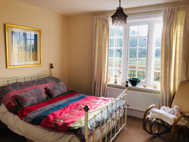Beautiful double room in Victorian School House.