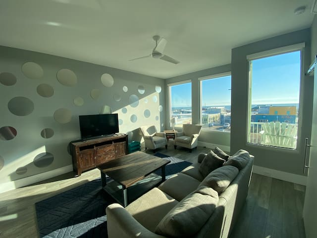 New Luxury Boardwalk Condo Ocean View Dog Friendly