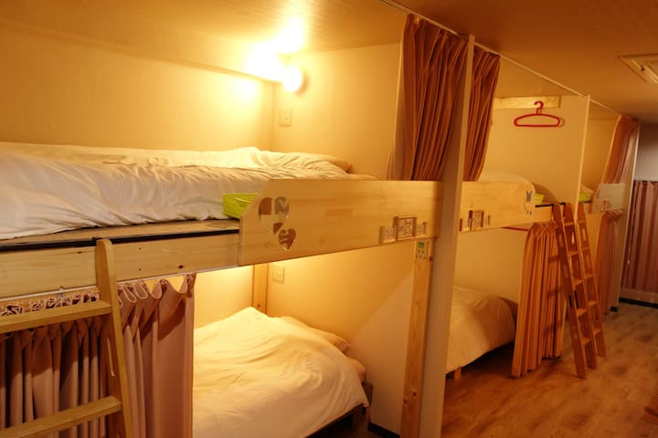 Female only 2 minutes walk from Namba Station
