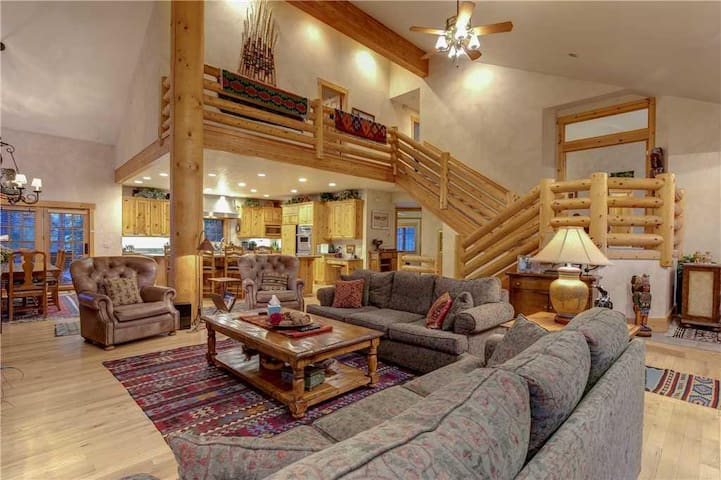 3035 Snow Cloud Circle: Best Bang For Your Buck! Minutes from slopes, hot tub, pool table!
