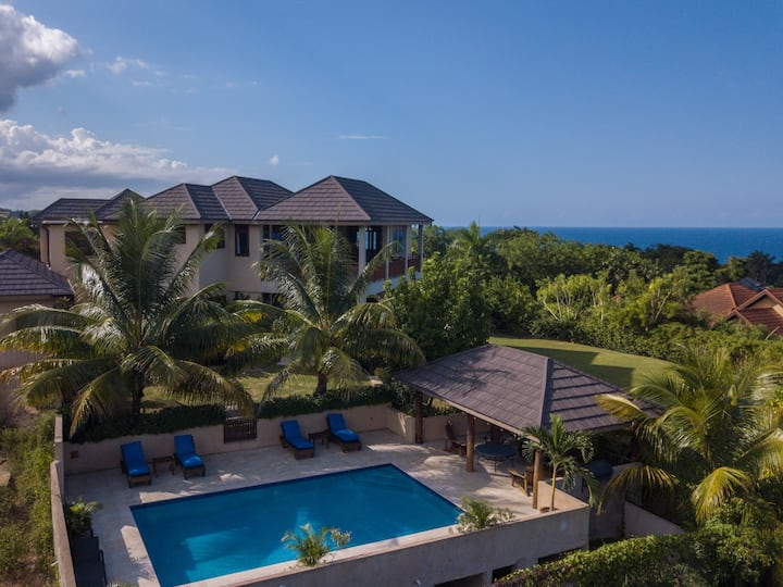 Kanowa Villa, Fully Staffed with Panoramic Views