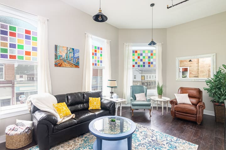 Newly Remodeled Luxury 1Bd Downtown Constantine