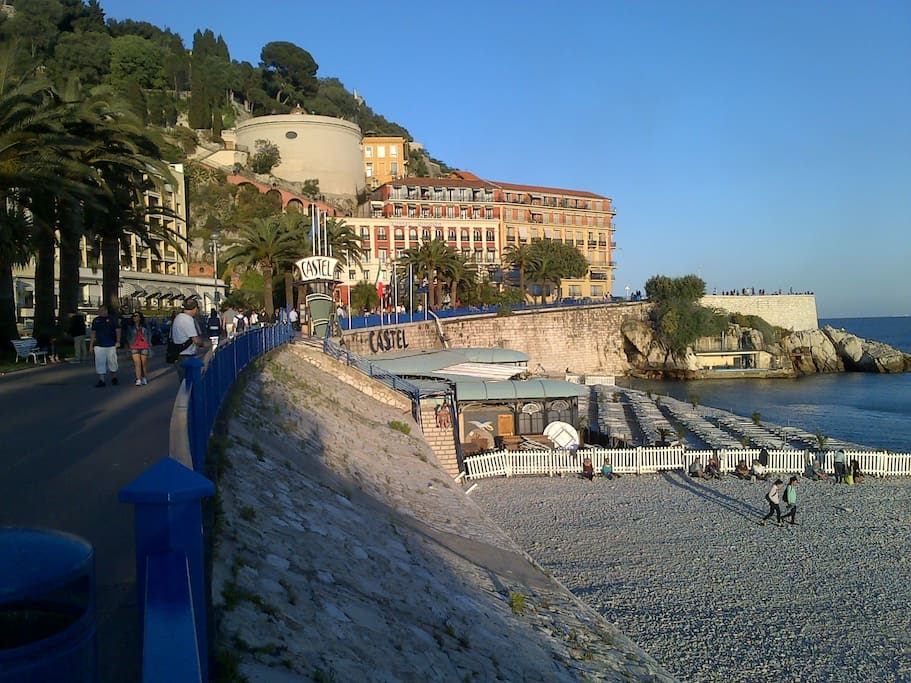 Beach /Promenade des anglais at 15 min walk