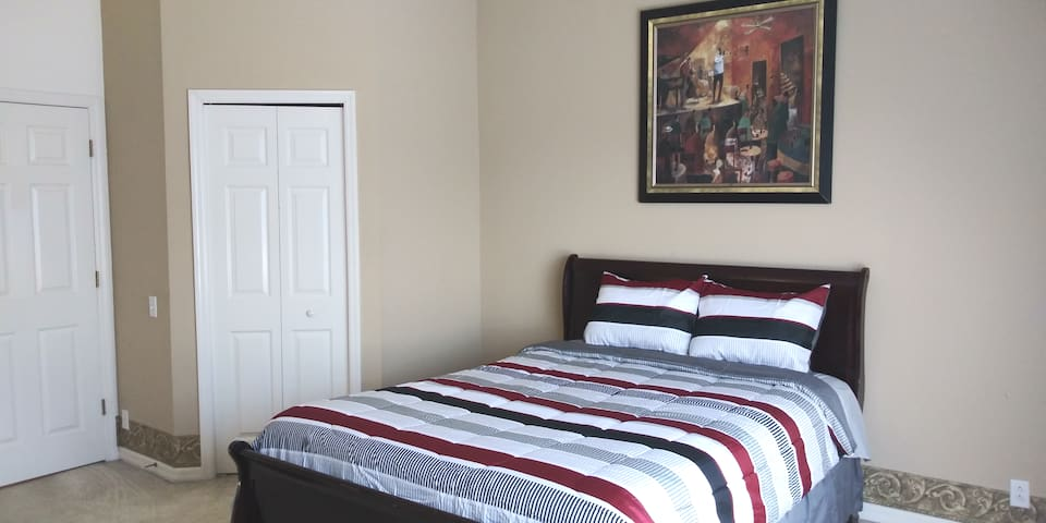 AJ's Simple Cozy Townroom 2