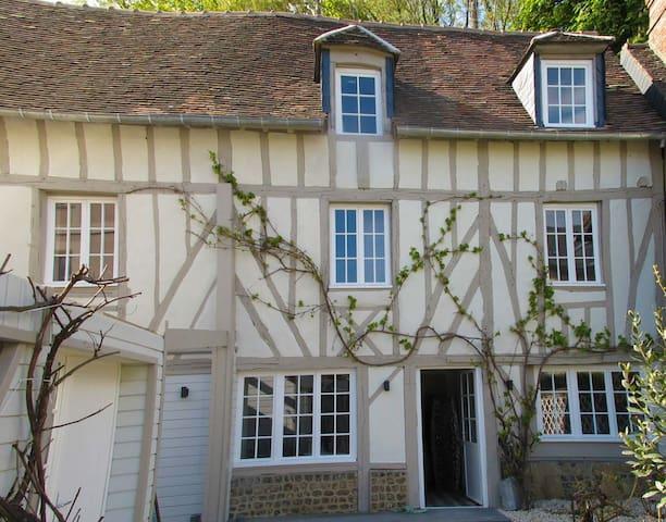 Maison en colombage, Gîte de L'Escale de Broglie