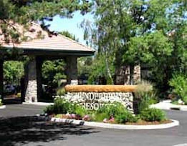 Thunderbird Resort - Sparks