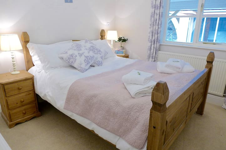 2 Bedroomed Holiday Cottage & Indoor Swimming Pool