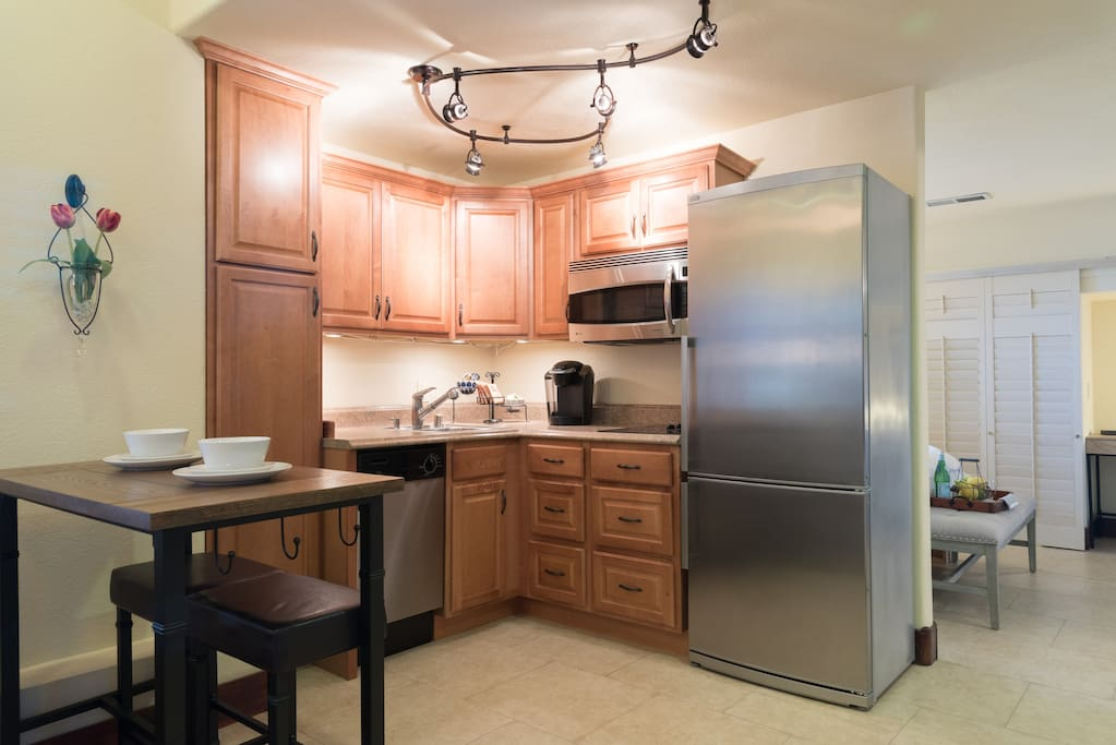 Dishwasher, stove, keurig coffee, oatmeal packets, cups, dishes, silverware & basic cooking pans