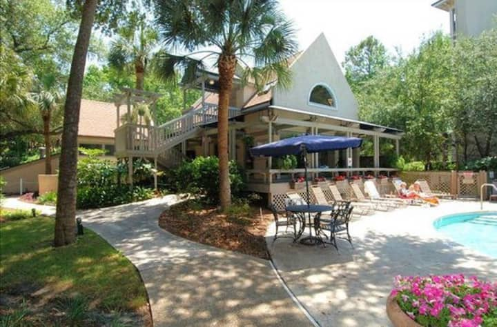 Great Location! Coligny Plaza area. Sat to Sat.